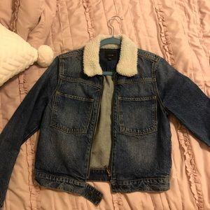 Denim crop jacket with Sherpa collar